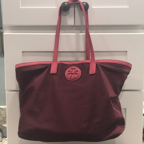 Tory Burch Handbags - Tory Burch Vinyl Tote with Leather Accents